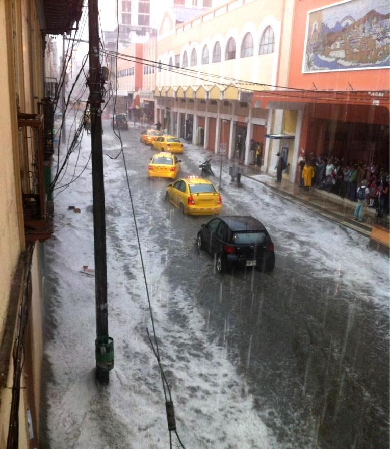 Centro de Loja bajo la lluvia