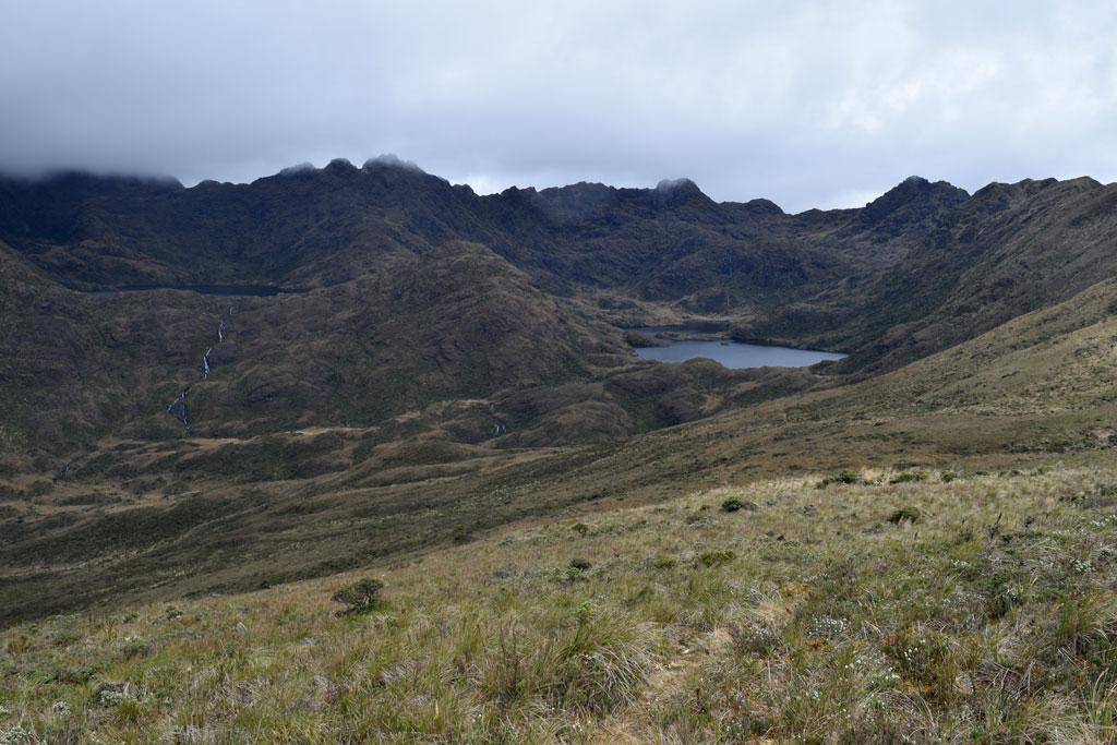 Pero al fin logras ver las Lagunas del Compadre, aunque aún falten cuatro kilómetros, automáticamente te cargas de energía para seguir avanzando
