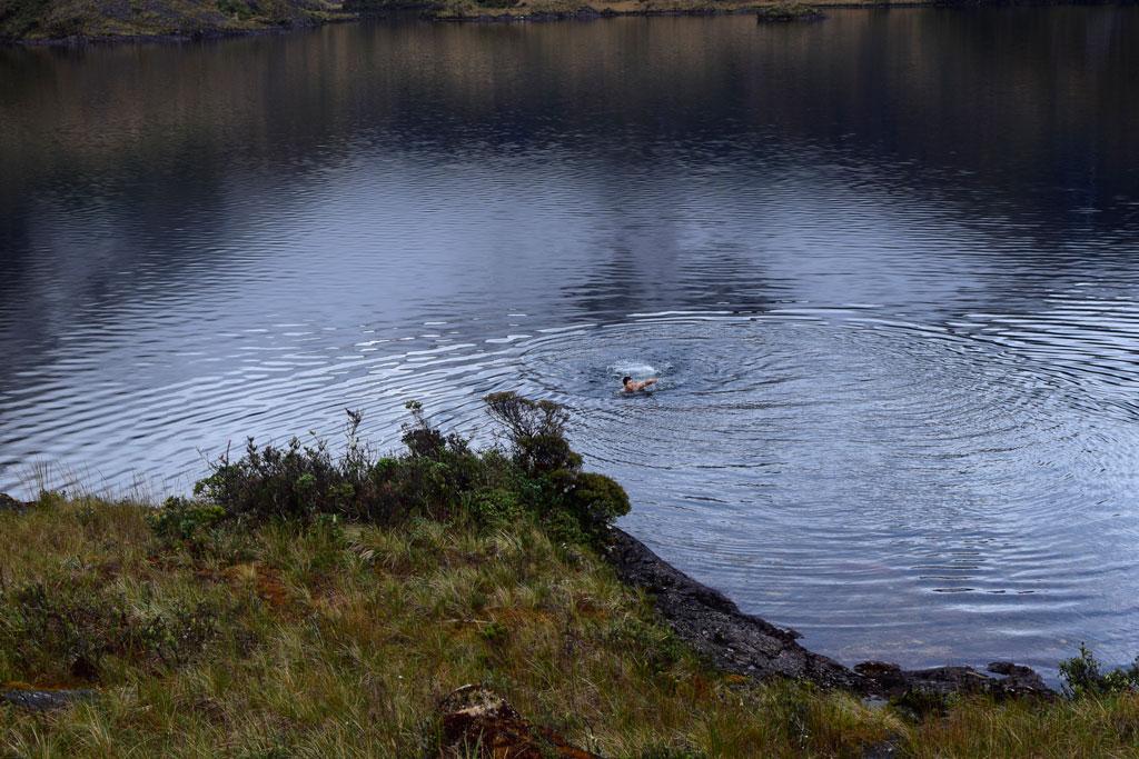 No hay nada más relajante que tomar un baño en el agua fría y cristalina de las Lagunas del Compadre, ahí sabrás que el esfuerzo realmente valió la pena
